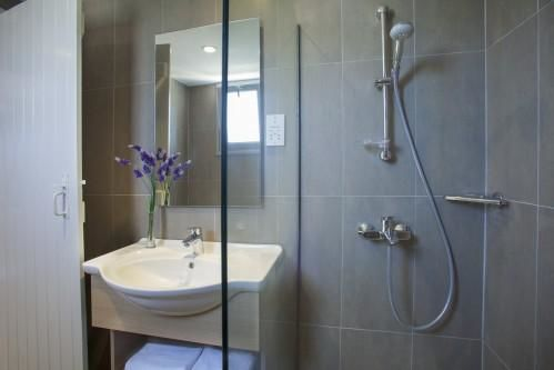 St. Elias Resort - Bathroom